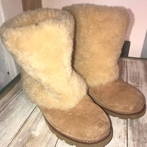 e08db3643de04 Women s Ugg Fur Boots on Poshmark